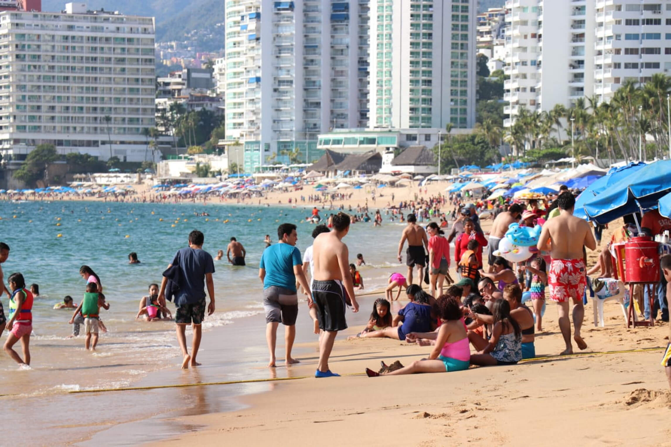 Acapulco, con playas llenas de turistas en último fin semana