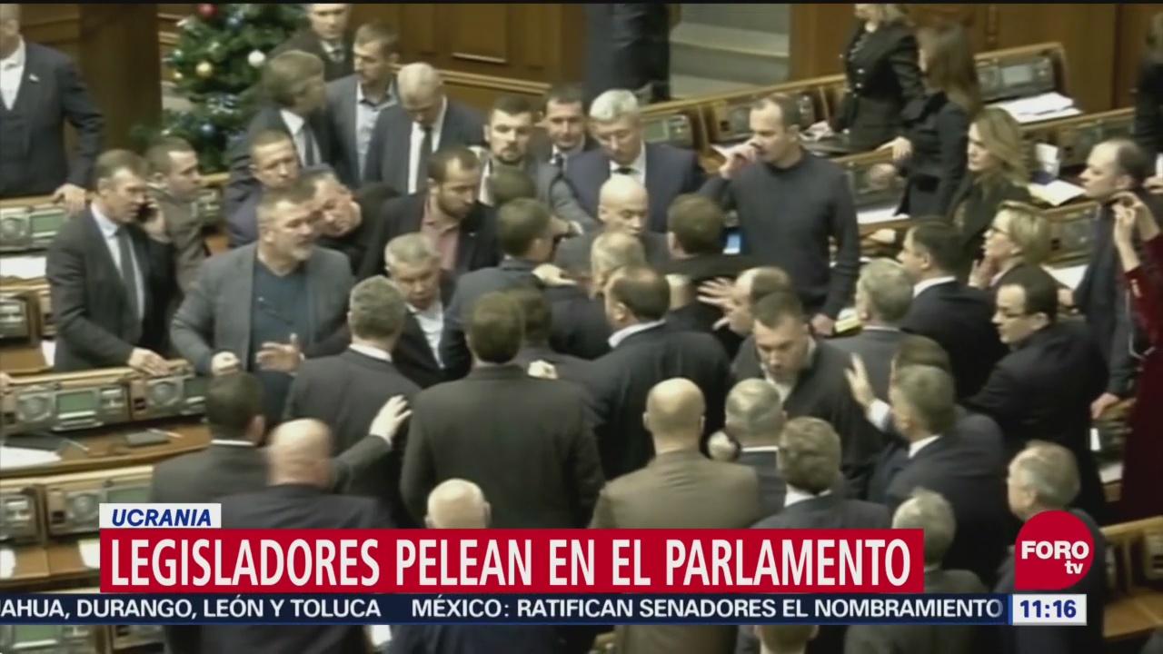Sesión en el Congreso de Ucrania termina en batalla campal
