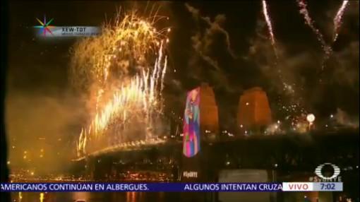 Sidney recibe el año nuevo con fuegos artificiales
