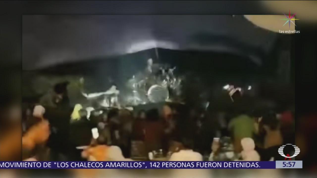 Tsunami sorprende a concierto en Indonesia