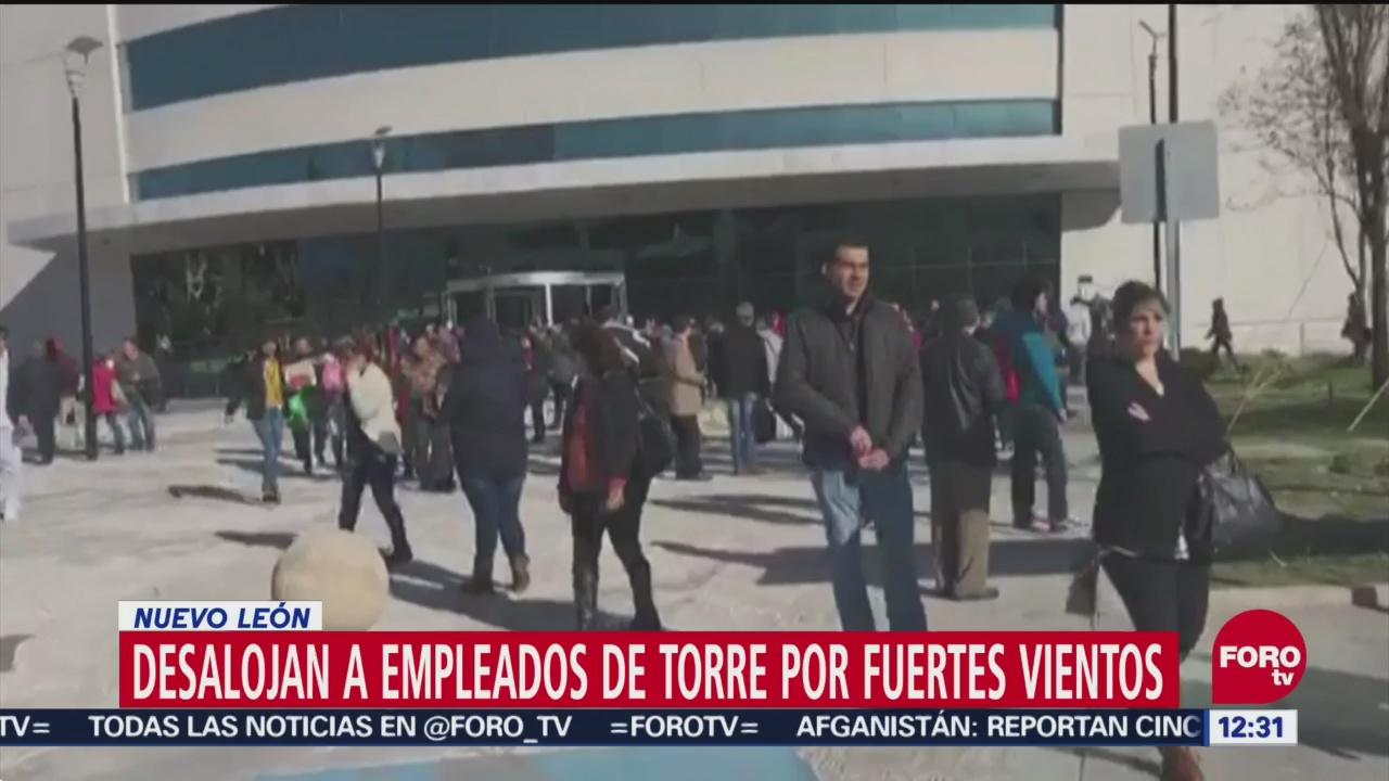 Vientos intensos provocan desalojo de Torre Administrativa en Monterrey