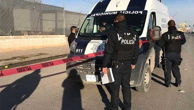A balazos, policía detiene pelea en puesto de tortas
