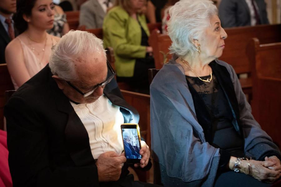 Abuelito vuelve viral fotografiar esposa escondidas
