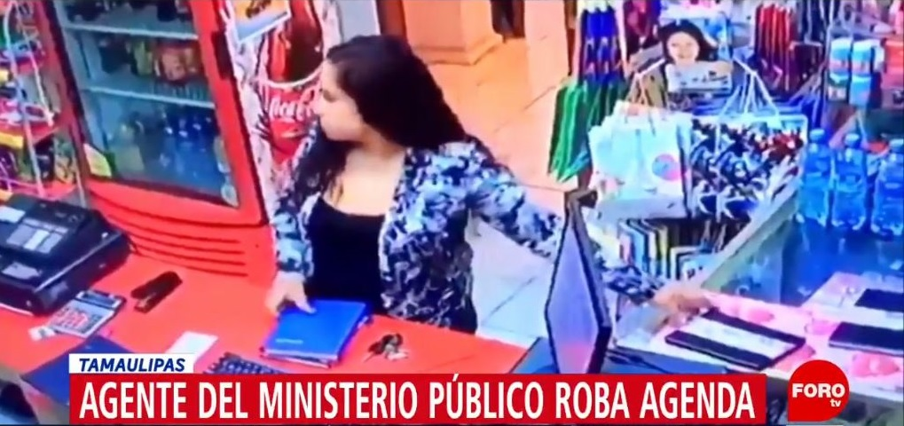 Video: Captan a agente del MP robando en papelería