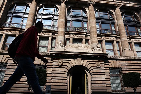 Banco de México recibe reconocimiento internaciona