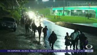 Caravana migrante de Honduras llega a Guatemala