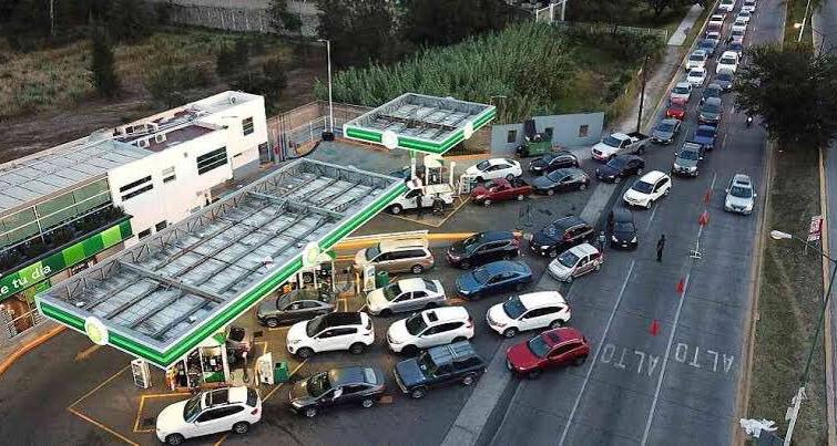 Pemex surte 800 mil barriles de gasolina y atiende demanda
