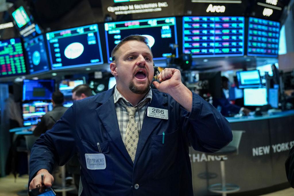 Wall Street cierra con ganancias y el Dow Jones sube 1.38%