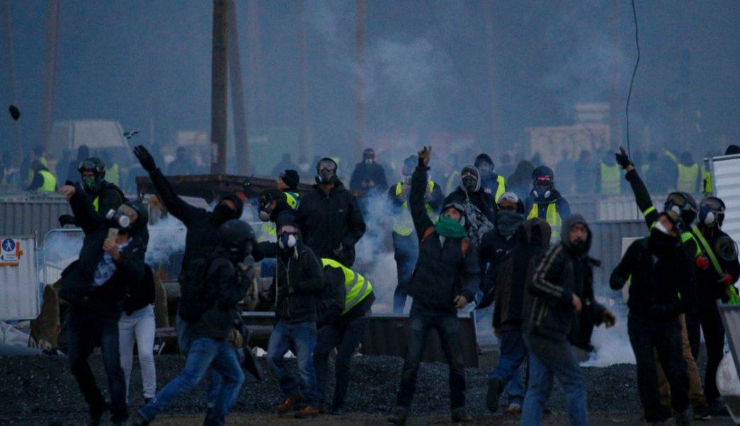 Estallan enfrentamientos en nueva protesta de 'chalecos amarillos' en Francia