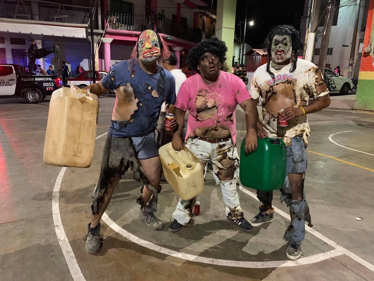 Huachicoleros-quemados-carnaval-putleco-disfraz-Oaxaca