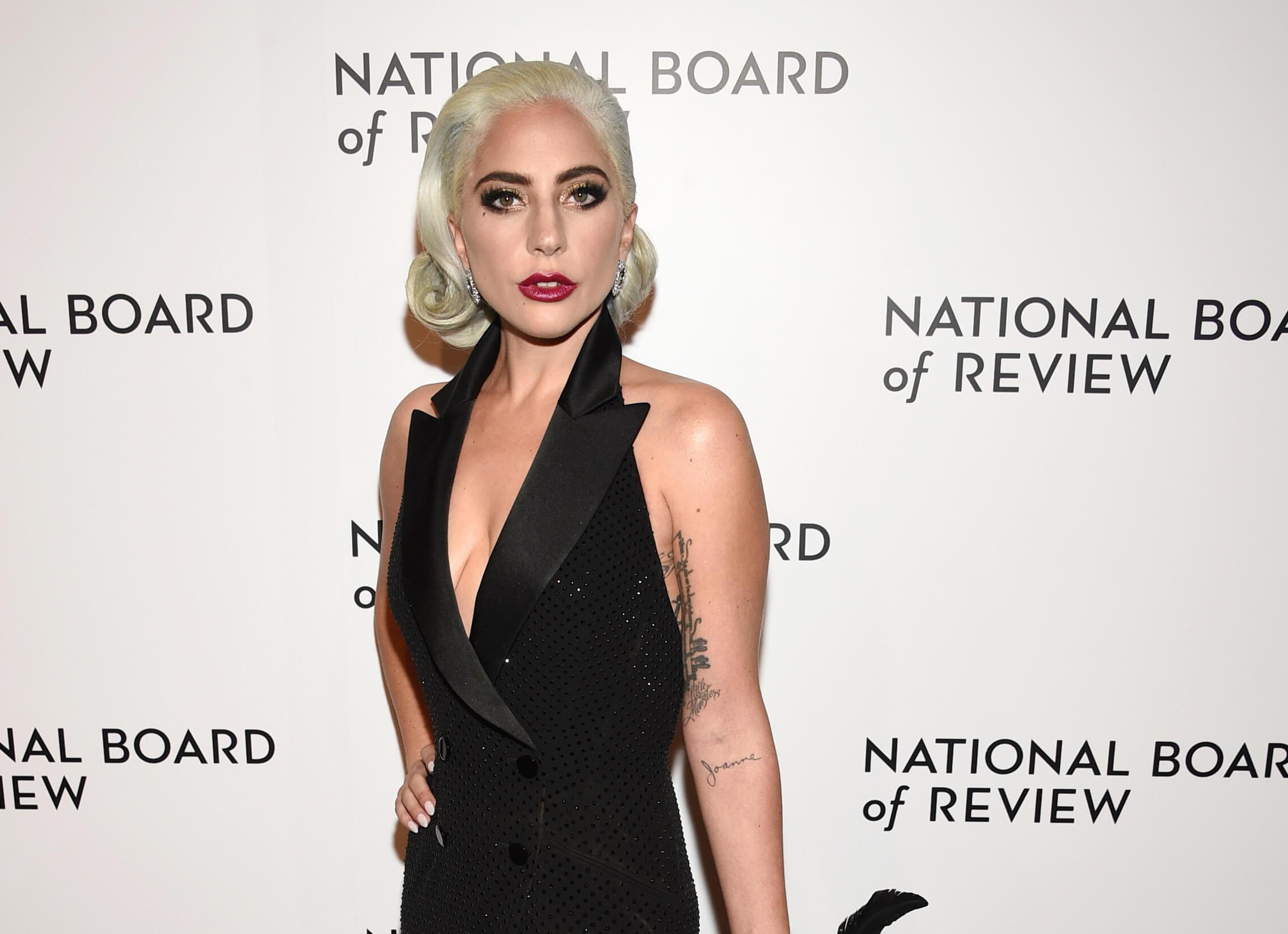 Lady Gaga retira canción con R.Kelly por abuso sexual