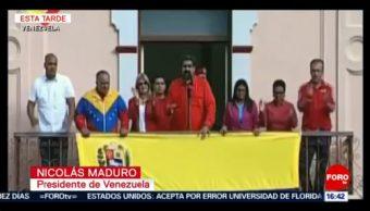 Maduro da mensaje desde el balcón del Palacio de Miraflores