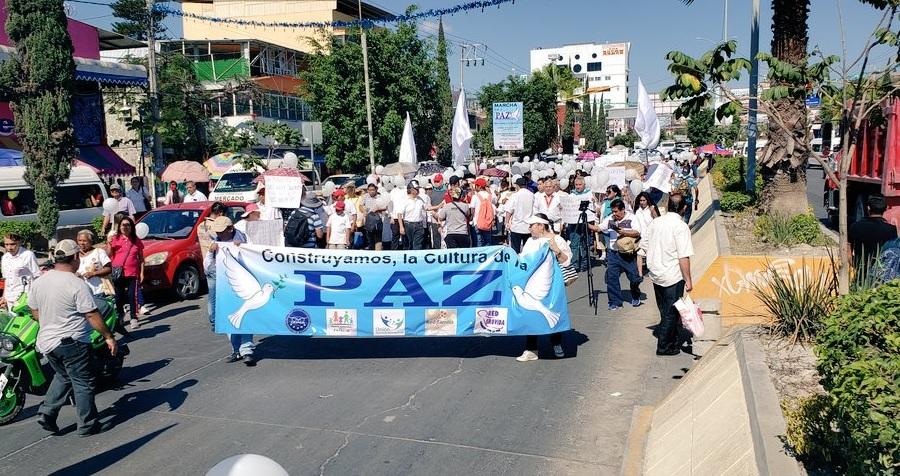 Más de mil personas marchan por la paz en Chilpancingo