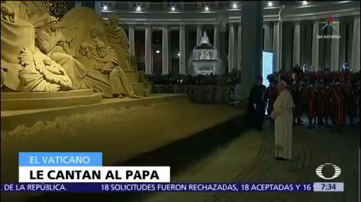 Mexicanos cantan 'Cielito Lindo' al papa Francisco