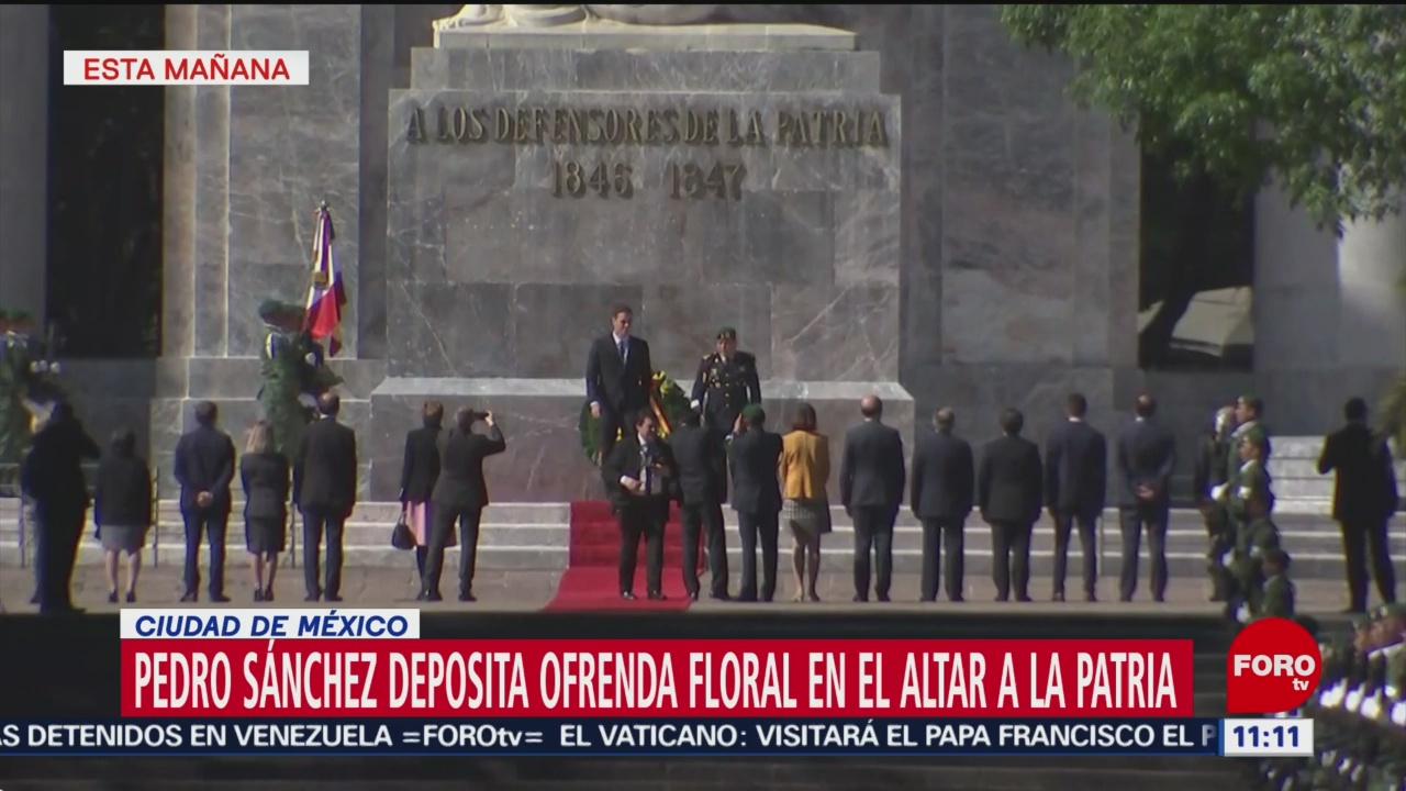 Pedro Sánchez deposita ofrenda floral en el Altar a la Patria en CDMX