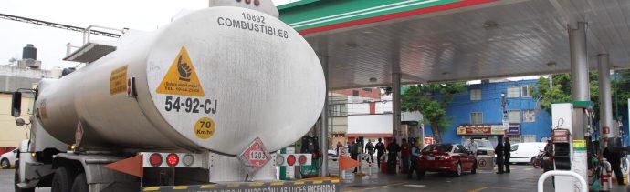 Desabasto Gasolina; buscan pipa robada en Jalisco