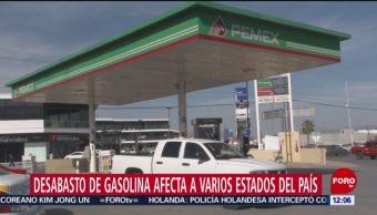Policías ordenan tránsito en Calzada de Tlalpan por fila en gasolinera