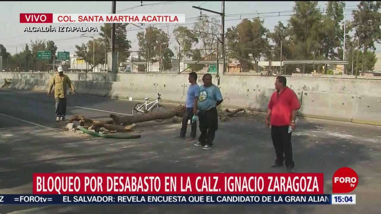 Por desabasto de gasolina bloquean calzada Zaragoza, CDMX