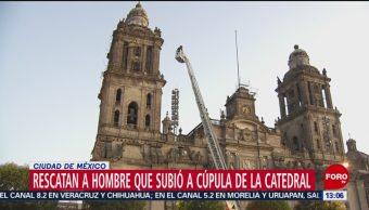 Foto: Rescatan a hombre que subió a Catedral para lanzarse
