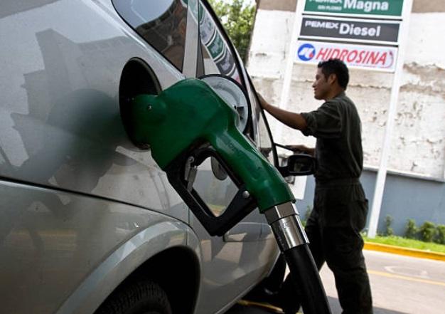 Pemex implementa operativo por escasez de gasolinas