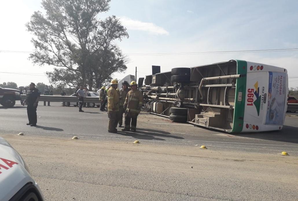 Accidente Guanajuato; volcadura autobús deja 20 lesionados