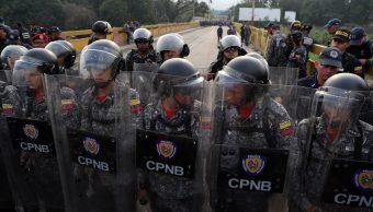 fOTO: Agentes venezolanos bloquean el paso sobre el Puente Simón Bolívar este sábado, en Cúcuta, 23 febrero 2019