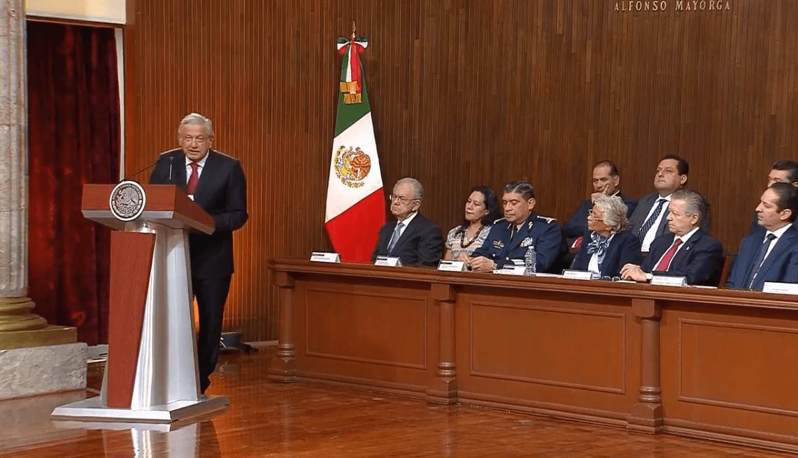 Foto: López Obrador habla durante ceremonia de aniversario de la Constitucíón, 5 febrero 2019, México