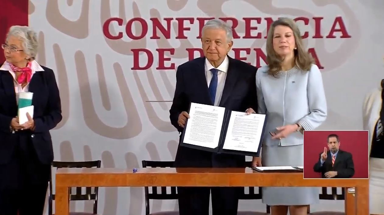 Foto: El presidente Andrés Manuel López Obrador firma un acuerdo con la ON, 22 febrero 2019