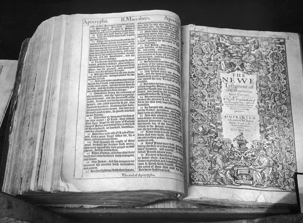 Foto Encuentran Biblia intacta en casa devastada por incendio 11 febrero 2019