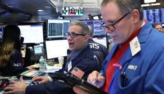 Foto: Comerciantes trabajan en el piso de la Bolsa de Nueva York (NYSE) en Nueva York, Estados Unidos, 4 de febrero de 2019 (Reuters)