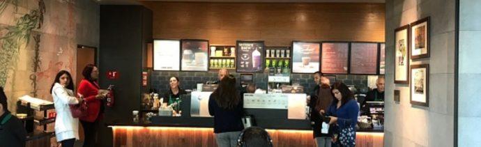 Foto: Empleados atienden a clientes en una sucursal de cafeterías en la Ciudad de México, febrero 6 de 2019 (Getty Images)