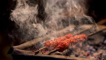 Carne asada emite gases más tóxicos que los del tráfico