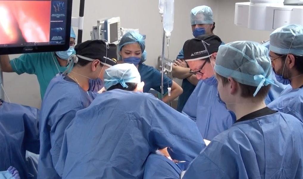 Foto: Médicos mexicanos del ISSSTE realizan una microcirugía con el robot Da Vinci a un paciente con cáncer de próstata, México, 26 de febrero de 2019 (Twitter: @ISSSTE_mx)