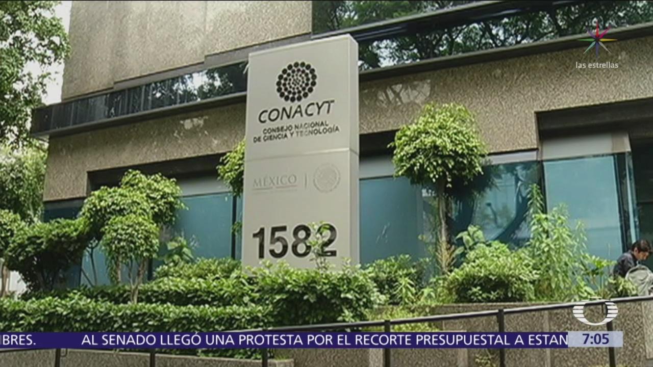 Denuncian campaña contra directora de Conacyt por cambios en becas