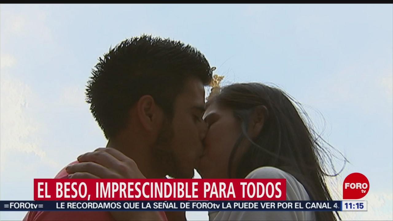 El beso, acercamiento íntimo en la pareja