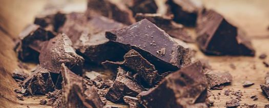 Comer chocolate diario beneficia al cerebro: estudio