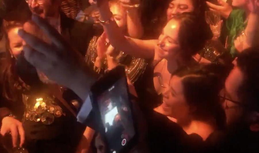 """Foto equipo Roma celebra cantando """"No tengo dinero"""" Juan Gabriel 25 febrero 2019"""