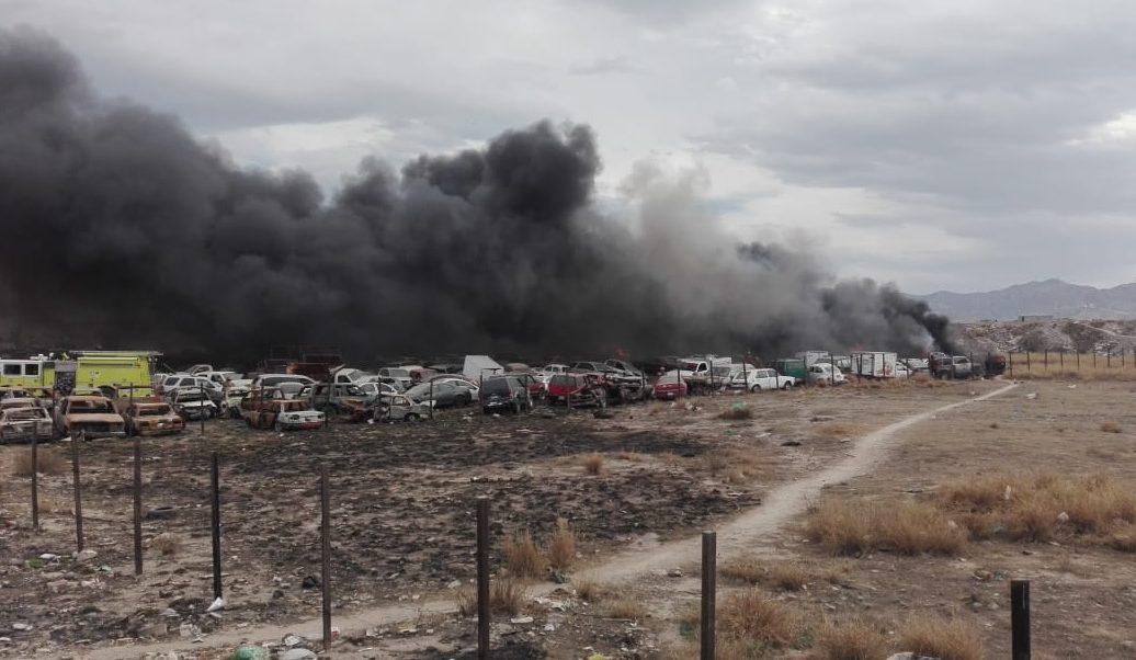 Foto: Incendio en corralón de Gómez Palacio, Durango, 11 de febrero 2019. (Twitter @OraleQChiquito)