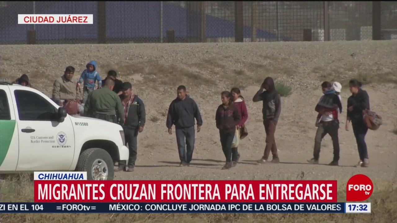 Foto: Migrantes cruzan la frontera a EU para entregarse a las autoridades