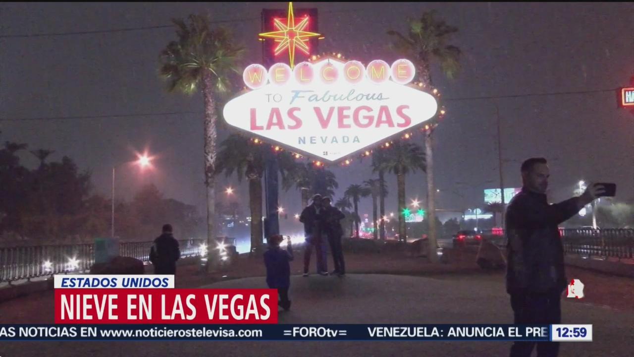 Nieve sorprende a residentes y turistas en Las Vegas