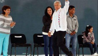 Foto: El presidente Andrés Manuel López Obrador encabezó este domingo la entrega de apoyos de Programas Integrales de Bienestar en Ciudad Valles, San Luis Potosí, el 31 de marzo de 2019 (Notimex)