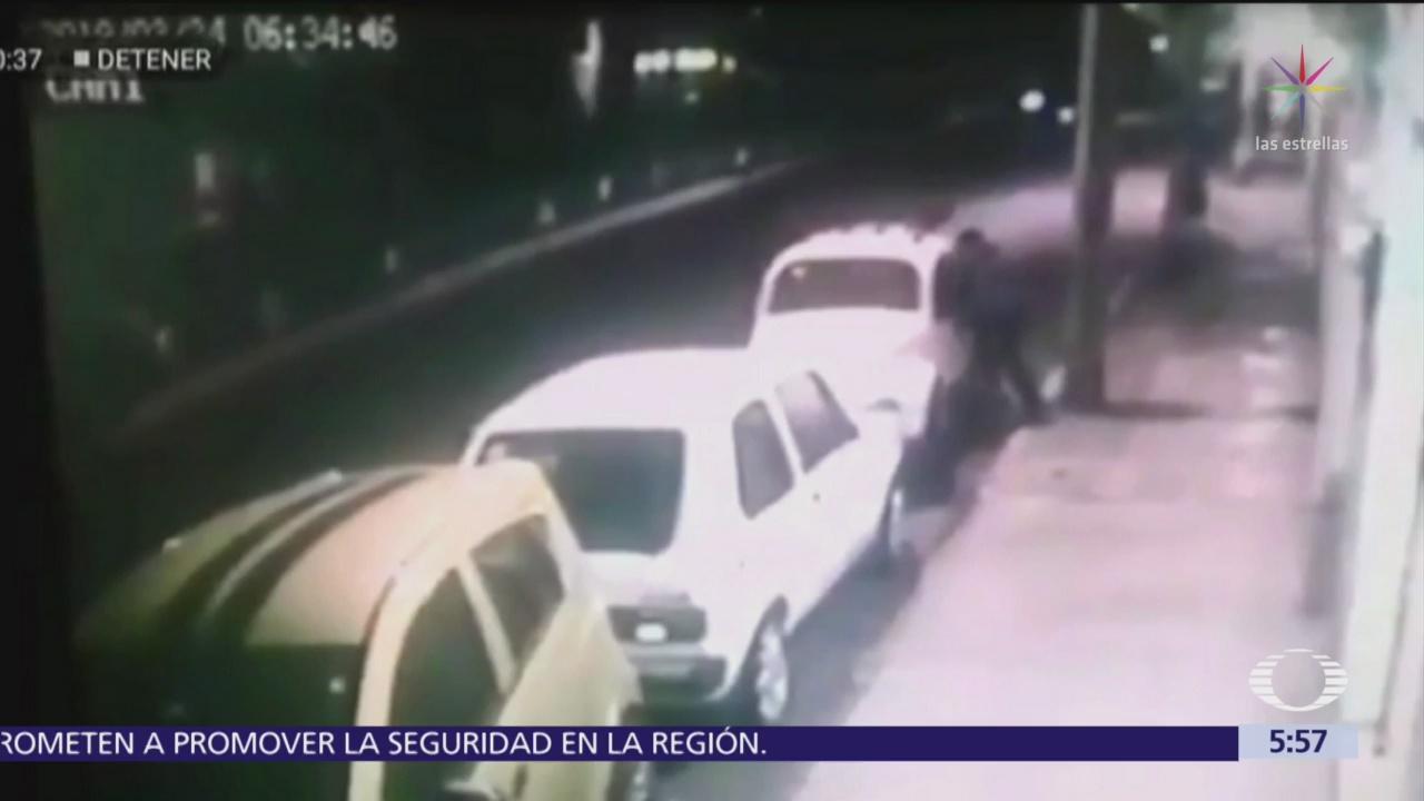 En segundos, hombre se roba un 'vocho' en Iztapalapa