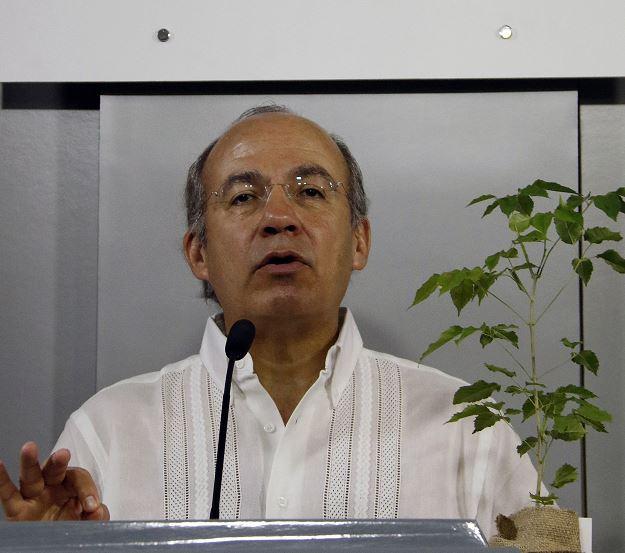 Foto: El expresidente de México Felipe Calderón, brinda una conferencia de prensa al termino de una acto del Instituto Forestal paraguayo, 29 marzo 2019