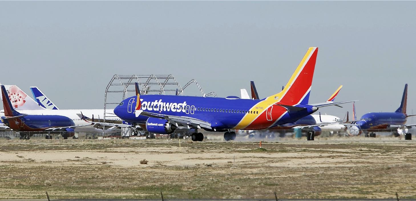 Foto: Un avión Boeing 737 Max de Southwest Airlines aterriza en el California Logistics Airport en la ciudad de Victorville. El 23 de marzo de 2019