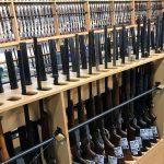 Foto: Fusiles a la venta en una armería en Gun City en Christchurch, Nueva Zelanda. El 19 de marzo de 2019
