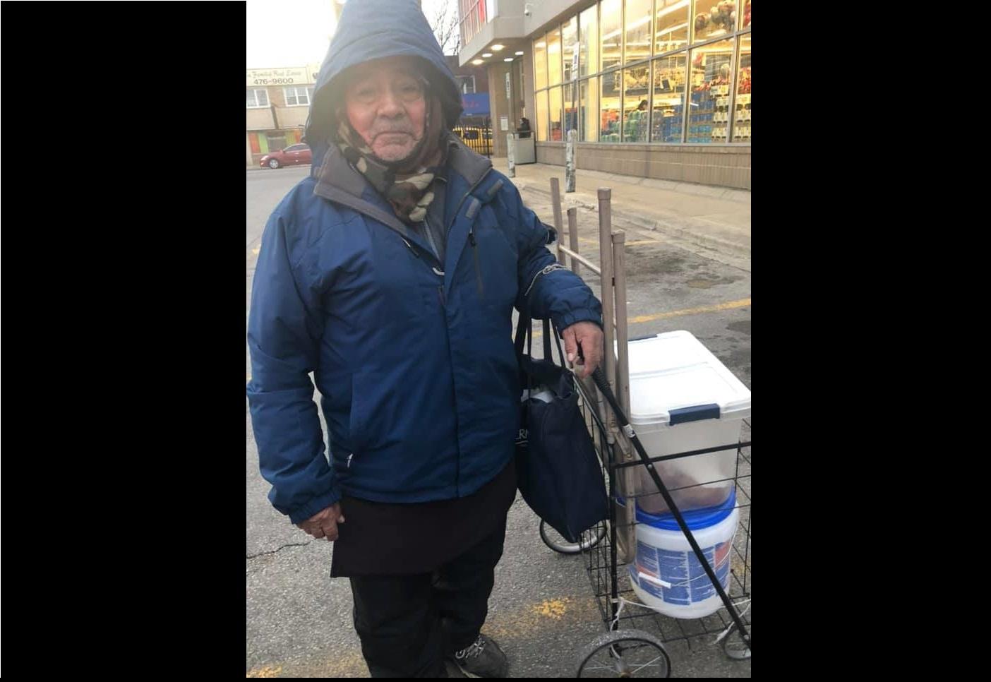 foto Recaudan miles de dólares para jubilar a abuelito vendedor de empanadas 12 marzo 2019
