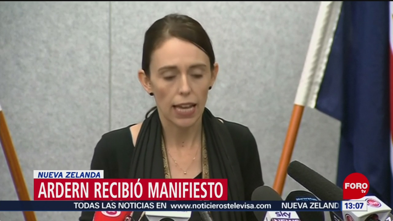 FOTO: Primera ministra de Nueva Zelanda recibió manifiesto previo a ataque, 17 marzo 2019