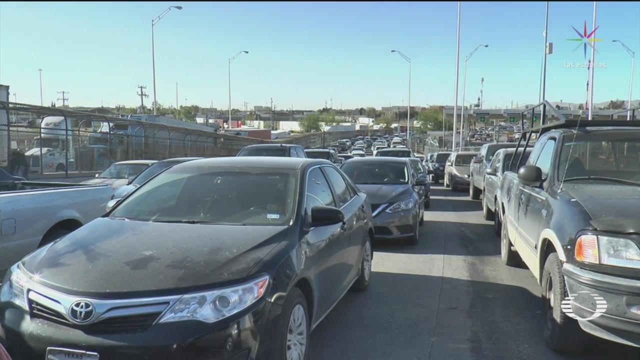 Foto: Residentes y transportistas esperan para cruzar la frontera con EEUU