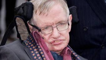 FOTO Enfermera de Stephen Hawking no atendió bien al científico y ya fue suspendida de su oficio (AP 30 marzo 2015 londres