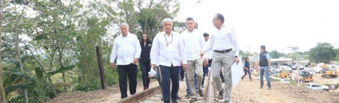 Foto: AMLO recorre vías donde pasará en Tren Maya en Chiapas el pasado 16 de diciembre de 2018 (Cuartoscuro, archivo)